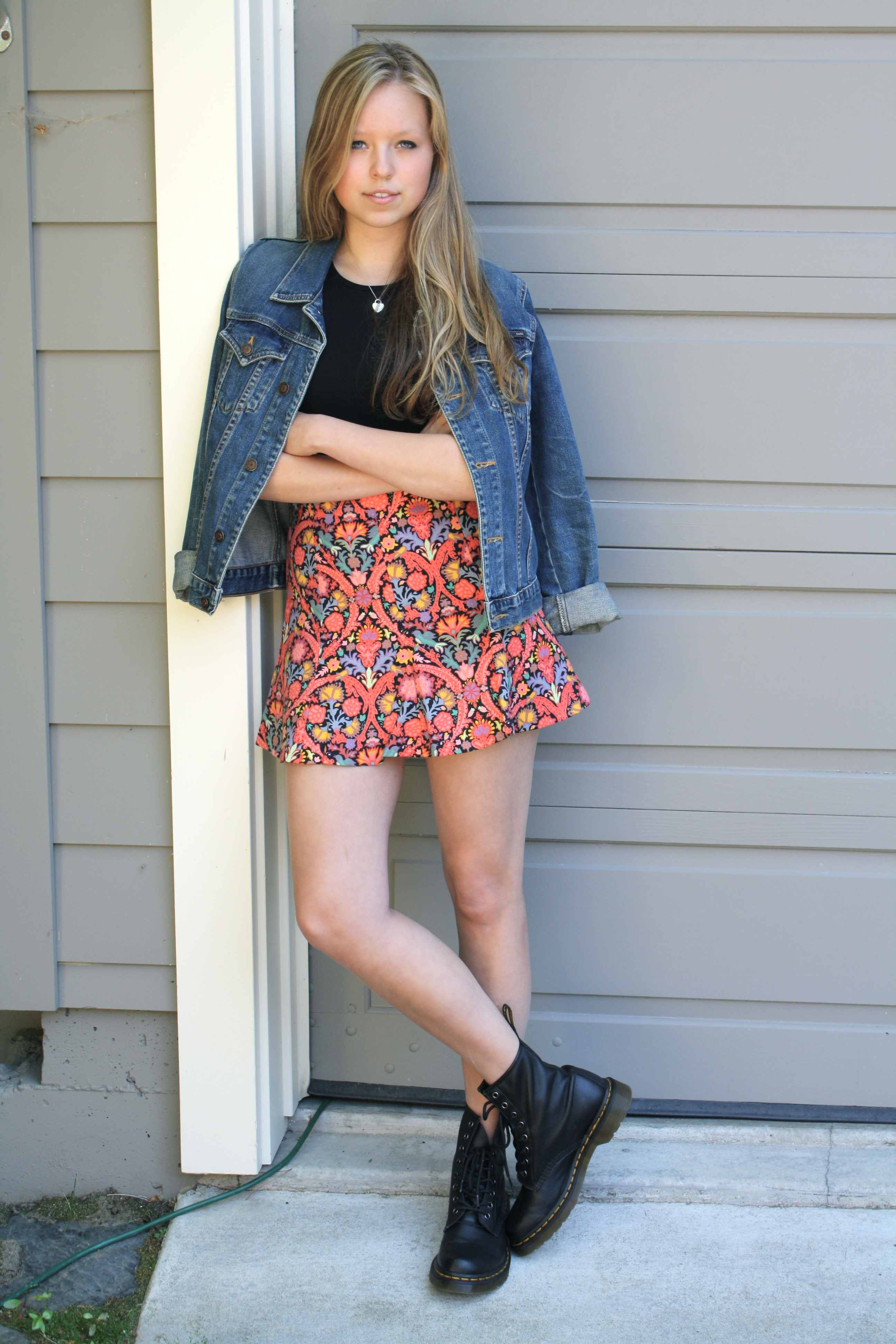 teen short skirt picture
